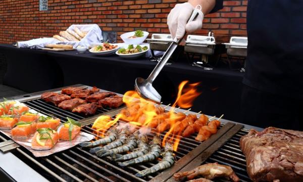 Barbecue inclusief kok, snel geregeld. BBQ Catering Nederland